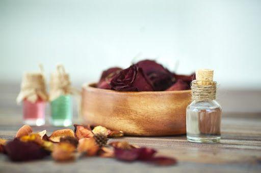Izdelaj si svoje razkužilo za roke s pomočjo eteričnih olj DIY